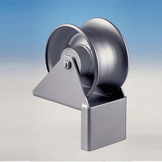 Manhole cable roller